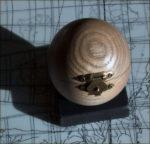 little-globe-co-blue-moon-oak-case-2